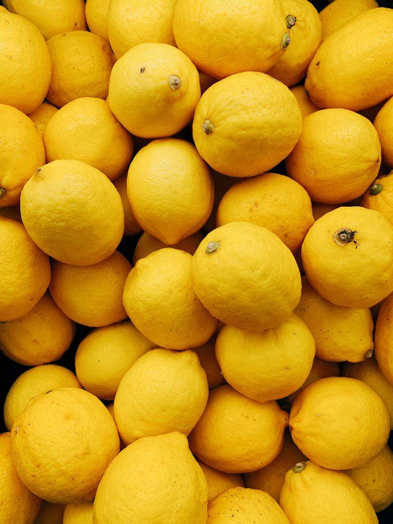 benefits of drinking lemon water lots of lemons