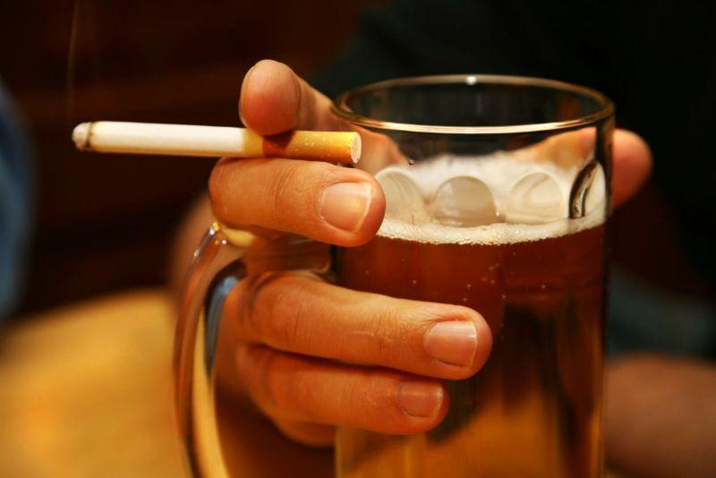 man holding beer liver healing foods cigarette