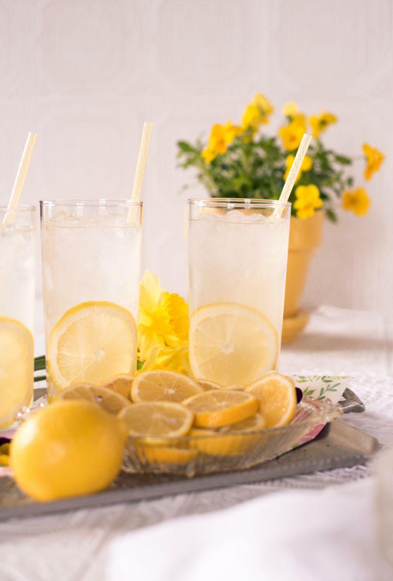 two glasses lemonade how to detox your liver