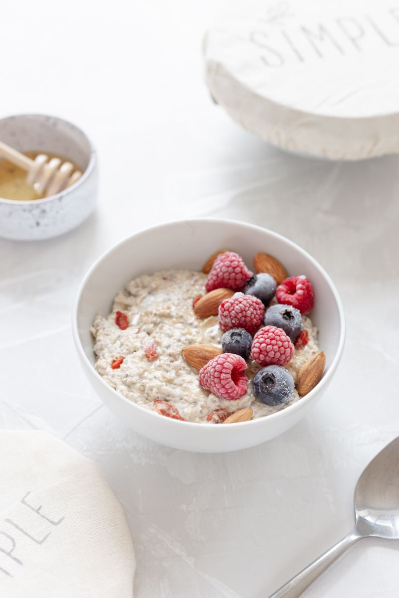 oatmeal health benefits bowl with berries