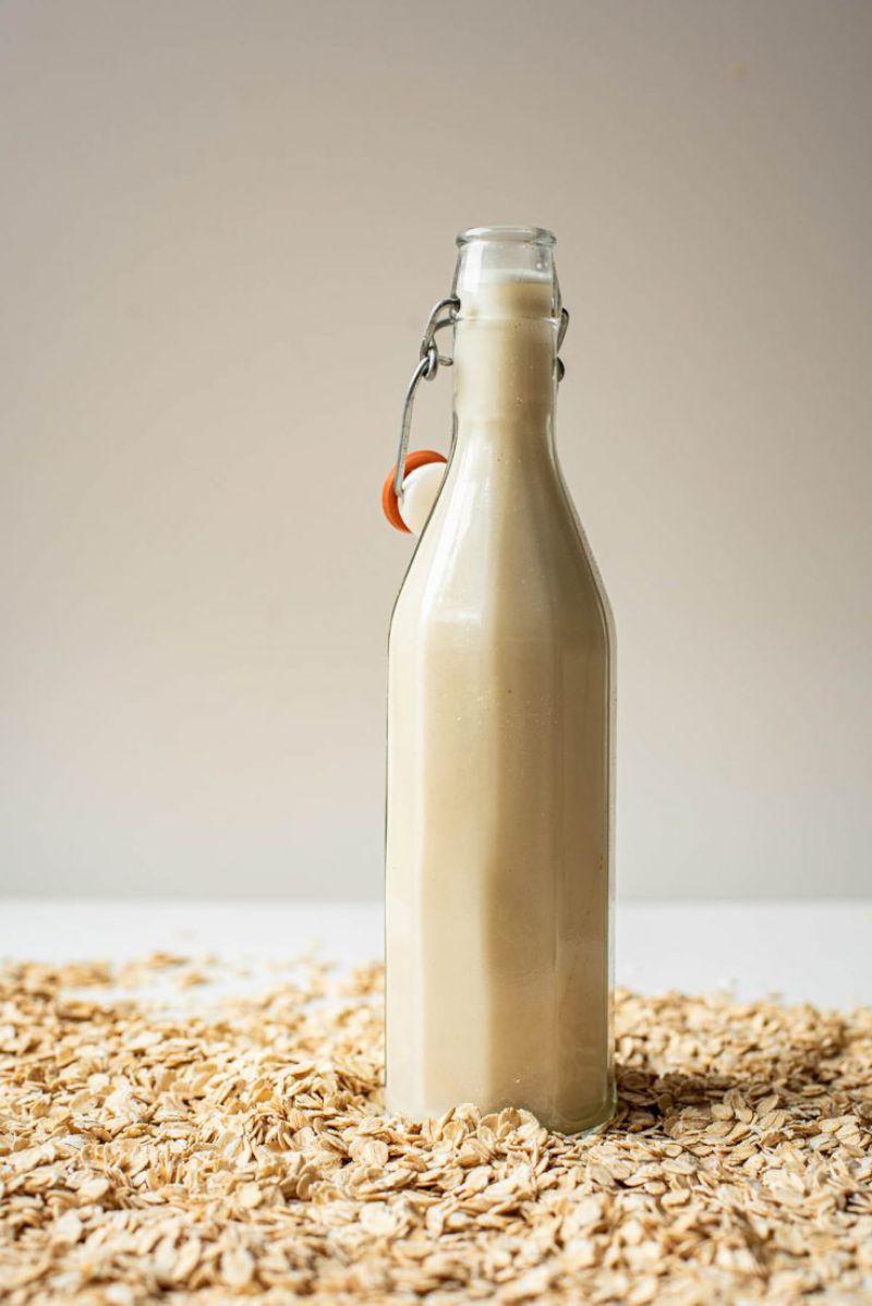 oats around bottle make oat milk
