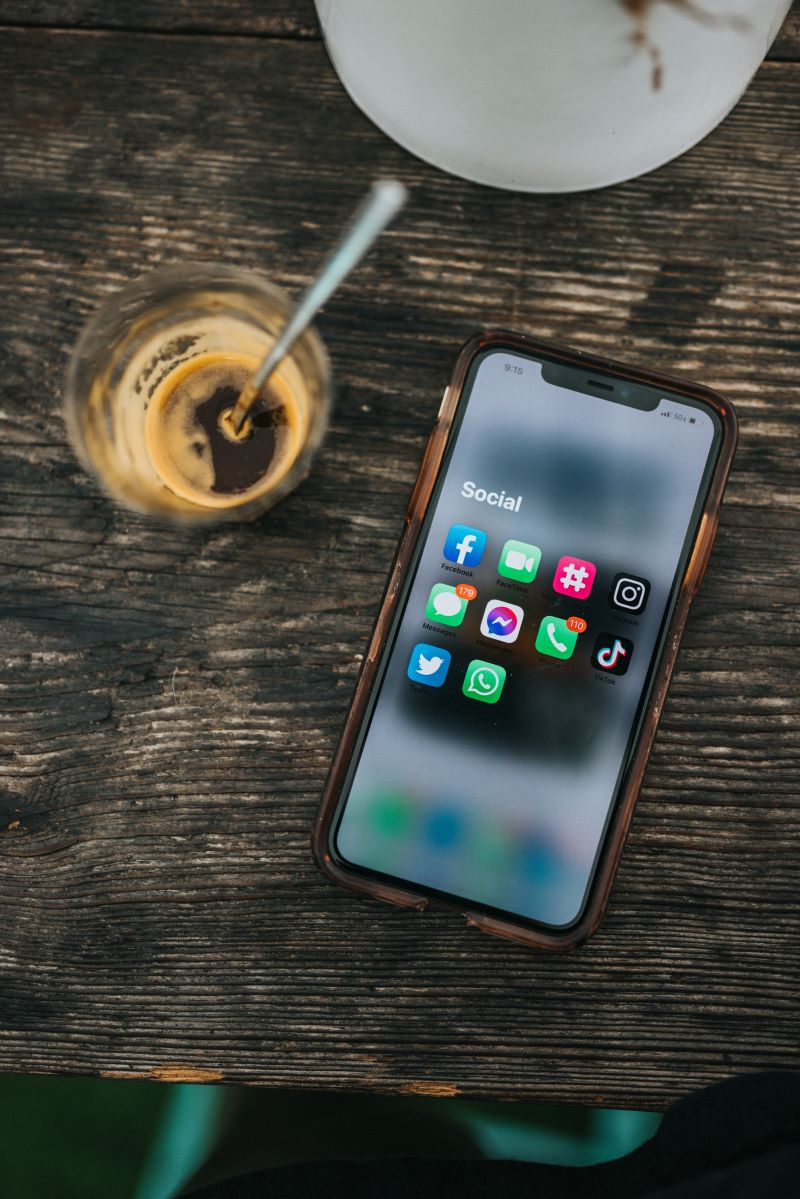 phone with social media apps health and fitness advice