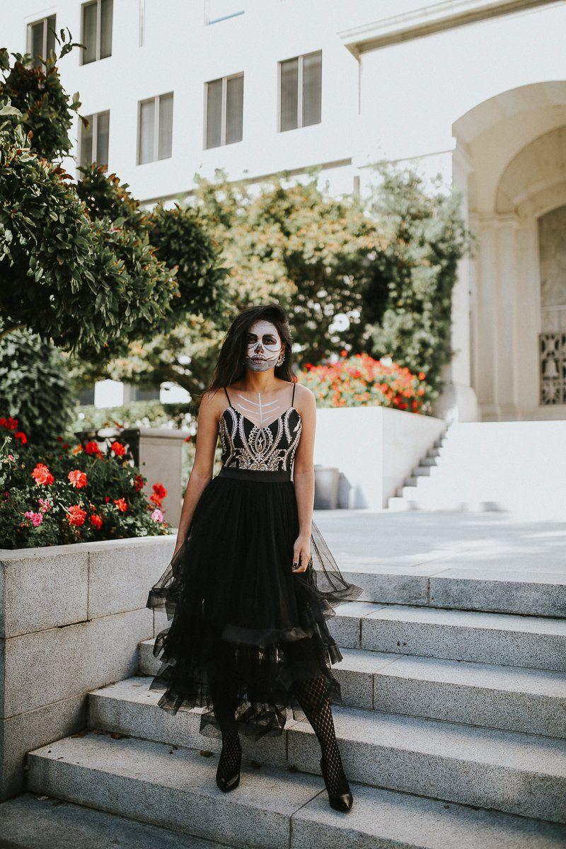 skull makeup halloween costume ideas woman with tulle skirt
