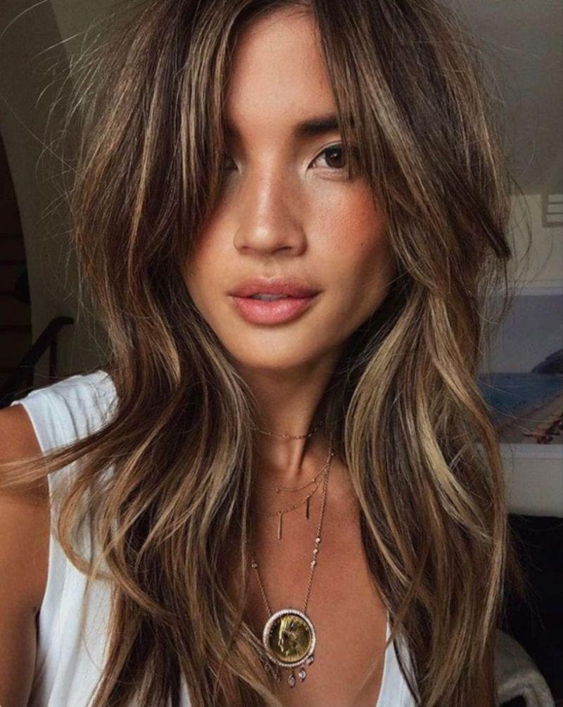 wavy balayage hair with curtain bangs